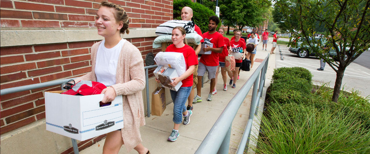 Young Alumni help move in
