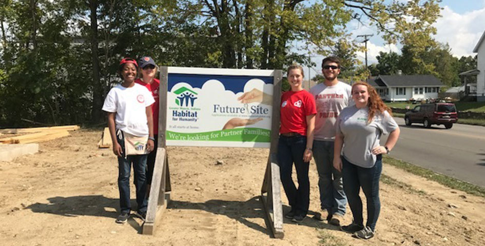 Students with Habitat for Humanity