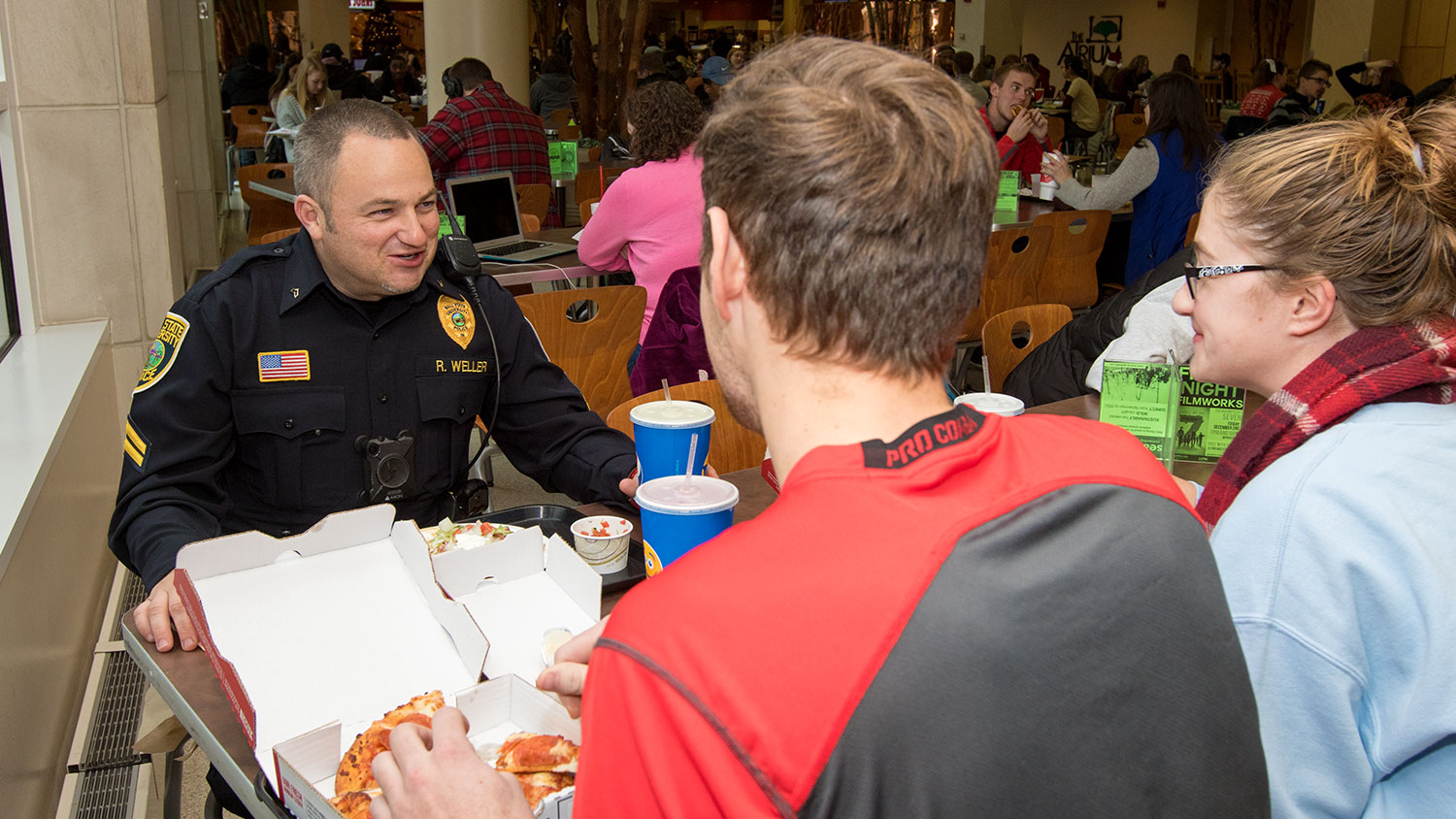 Students eat lunch with officer