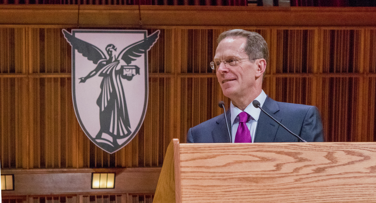 Geoffrey Mearns at the podium in Sursa Hall