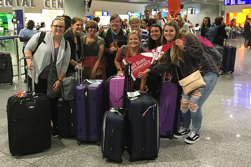 Study abroad students arrive at airport