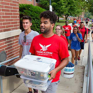 Young Alumni Council helps move new students into the residence halls